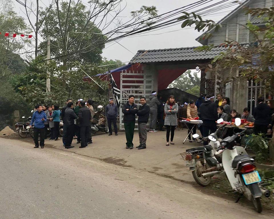 Vụ hai mẹ con hiệu phó tử vong bất thường ở Phú Thọ: Xác định được nghi phạm qua chiếc áo khoác đẫm máu ở hiện trường-1