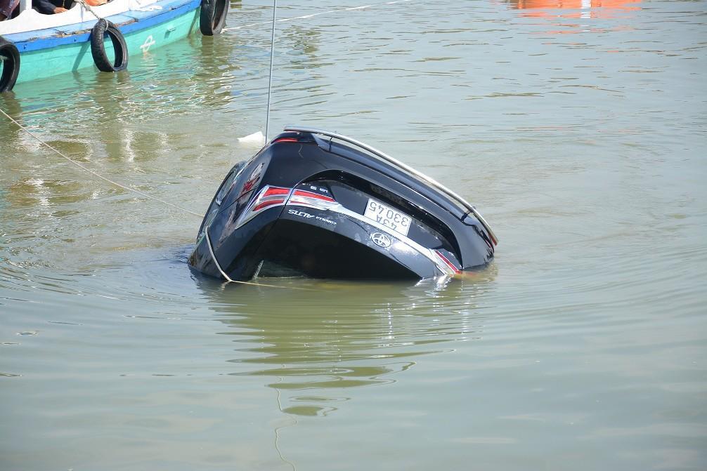 Tiết lộ điều kinh hoàng vụ ô tô lao xuống sông Hoài, 3 người tử vong-1