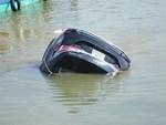 Vụ cả gia đình ở Hà Nội lao ô tô xuống sông, 3 người chết, hàng xóm sốc nặng không tin là sự thật-4
