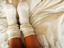 Bạn có biết rằng vào mùa đông, xỏ tất đi ngủ lại đem đến cho bạn nhiều lợi ích không ngờ thế này!