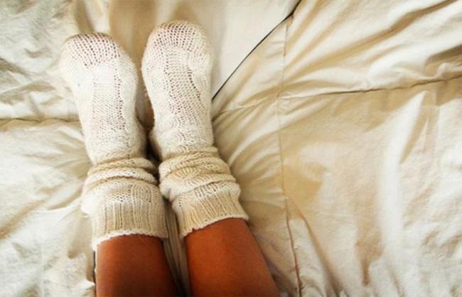Bạn có biết rằng vào mùa đông, xỏ tất đi ngủ lại đem đến cho bạn nhiều lợi ích không ngờ thế này!-1