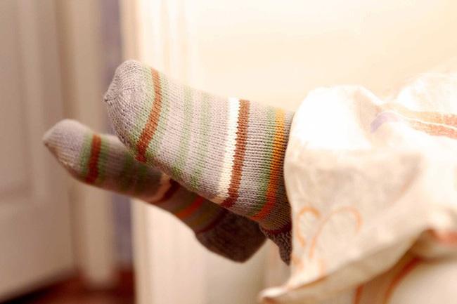 Bạn có biết rằng vào mùa đông, xỏ tất đi ngủ lại đem đến cho bạn nhiều lợi ích không ngờ thế này!-2