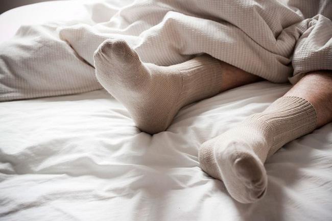 Bạn có biết rằng vào mùa đông, xỏ tất đi ngủ lại đem đến cho bạn nhiều lợi ích không ngờ thế này!-5