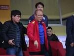 Chia tay Asian Cup, trung vệ Bùi Tiến Dũng về nhà bán thịt lợn cho mẹ-4