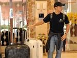 Clip: Cầu thủ tuyển Việt Nam tay xách nách mang về quê ăn Tết cùng gia đình-1