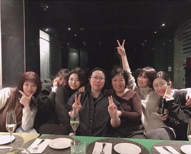 Song Hye Kyo gây choáng với ảnh selfie siêu cận mặt: 38 tuổi mà da bóng mịn không chút nếp nhăn-1