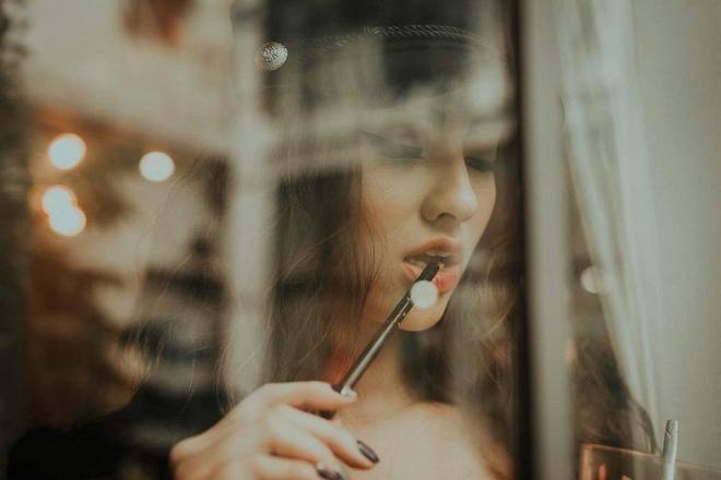 Hồng Quế gợi cảm mê người trong loạt ảnh mới sau khi dao kéo mũi không lâu-2