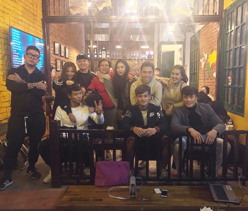 Vừa về nước, Quang Hải đã cùng bạn gái đi làm tóc mới đón Tết-3