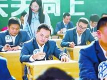 Trường mời các ông bố làm bài kiểm tra Tiếng Anh để xem con mình học vất vả thế nào, kết quả nhận được ai cũng bất ngờ