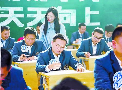 Trường mời các ông bố làm bài kiểm tra Tiếng Anh để xem con mình học vất vả thế nào, kết quả nhận được ai cũng bất ngờ-1