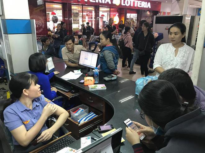Hàng trăm khách ngủ vật vờ tại ga Sài Gòn vì tàu trật bánh ở Bình Thuận-5