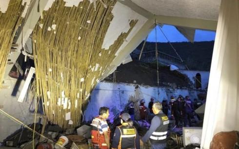 Sập tường khách sạn trong lễ cưới, gần 50 người thương vong-1