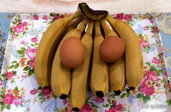 Con dâu đập 2 quả trứng vào chuối, mẹ chồng ban đầu định mắng nhưng sau khen nức nở-1