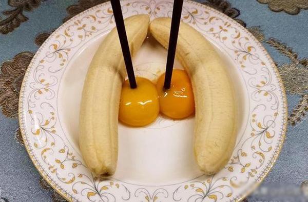 Con dâu đập 2 quả trứng vào chuối, mẹ chồng ban đầu định mắng nhưng sau khen nức nở-2