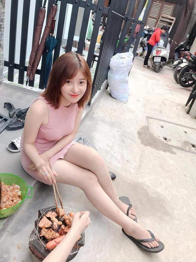 Chỉ vì một bức ảnh ngồi nướng thịt trước cửa, cô gái khiến dân mạng đổ xô truy tìm vì dễ thương-1