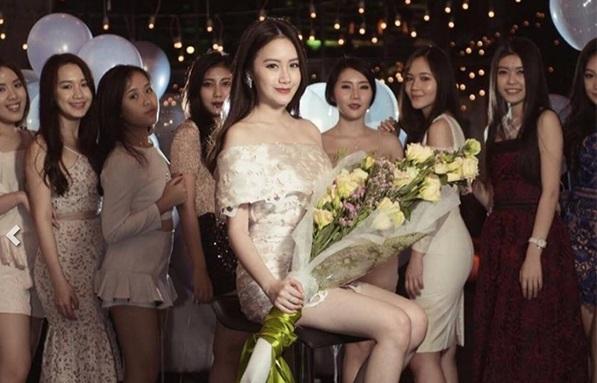 Cuộc sống giàu có đáng ngưỡng mộ của hot girl Lào gốc Việt ở tuổi 22-1