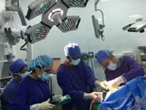"""Lần đâu tiên tại Việt Nam, bệnh nhân vừa mổ u não vừa hát """"Quốc ca"""" trong phòng phẫu thuật"""