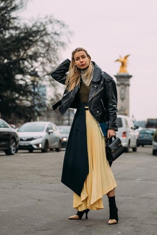 3 mẫu váy chứng minh vàng là màu sắc thời thượng nhất 2019-10