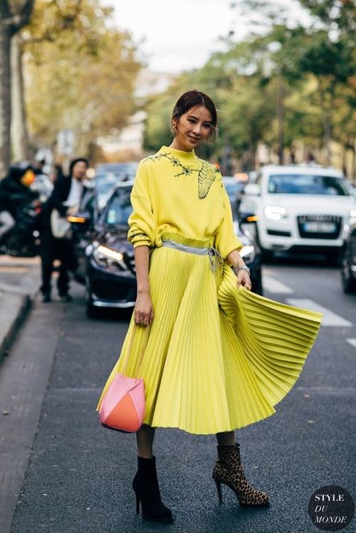 3 mẫu váy chứng minh vàng là màu sắc thời thượng nhất 2019-2