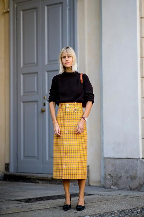 3 mẫu váy chứng minh vàng là màu sắc thời thượng nhất 2019-3