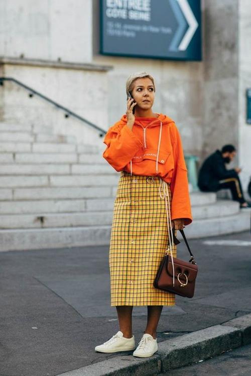 3 mẫu váy chứng minh vàng là màu sắc thời thượng nhất 2019-4