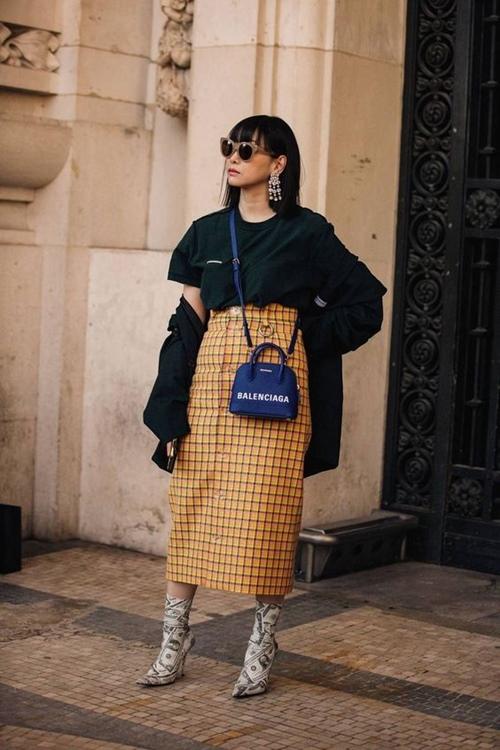 3 mẫu váy chứng minh vàng là màu sắc thời thượng nhất 2019-5