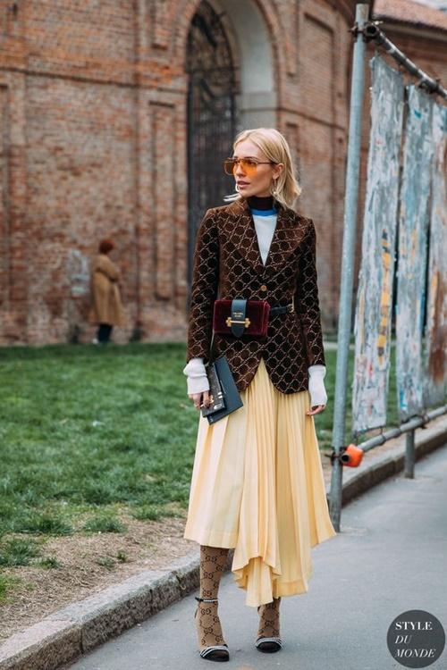 3 mẫu váy chứng minh vàng là màu sắc thời thượng nhất 2019-7