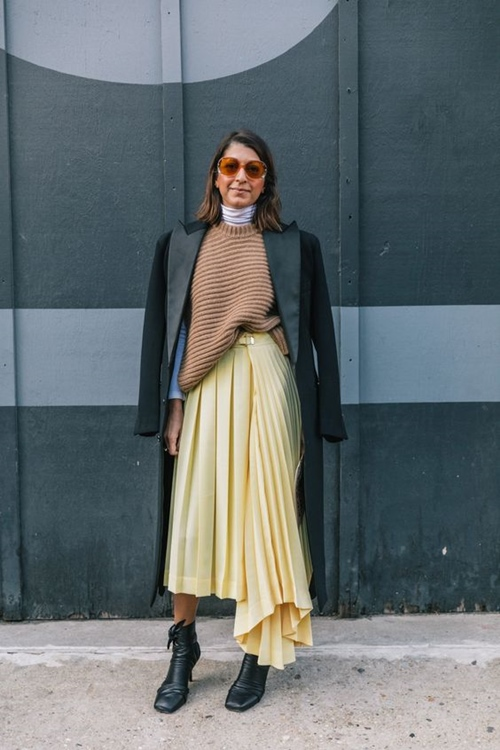 3 mẫu váy chứng minh vàng là màu sắc thời thượng nhất 2019-9