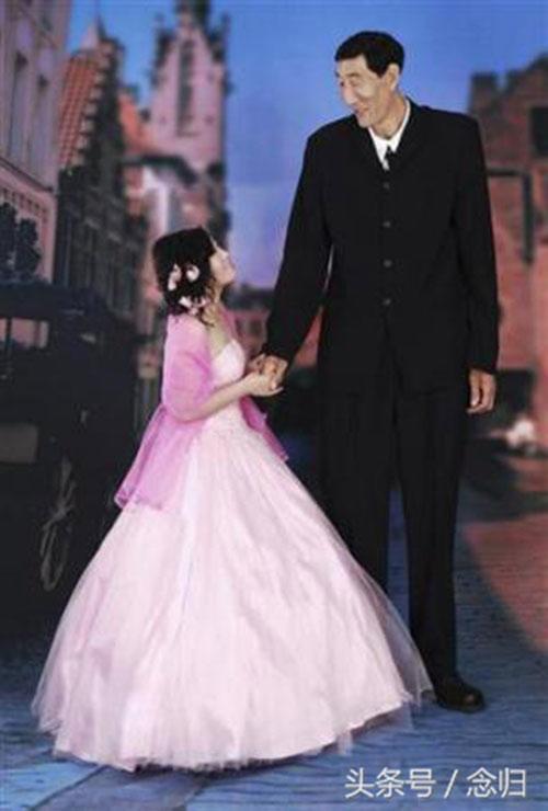 Cãi lời có bầu với ông lão 2m3, thiếu nữ năm xưa choáng với chiều cao con trai 8 tuổi-3