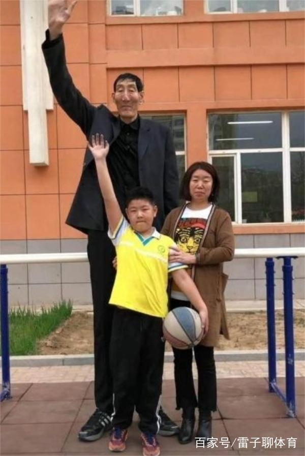 Cãi lời có bầu với ông lão 2m3, thiếu nữ năm xưa choáng với chiều cao con trai 8 tuổi-7