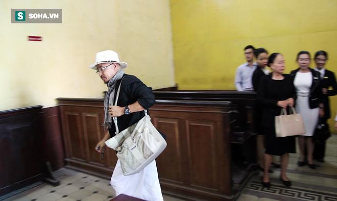 Ông Đặng Lê Nguyên Vũ và vợ không một lần ngoảnh mặt nhìn nhau tại phiên tòa xử ly hôn-8