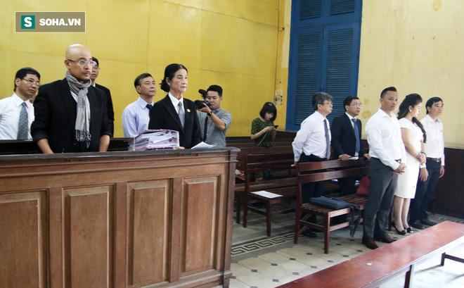 Ông Đặng Lê Nguyên Vũ và vợ không một lần ngoảnh mặt nhìn nhau tại phiên tòa xử ly hôn-1