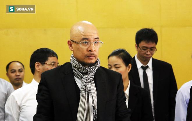 Ông Đặng Lê Nguyên Vũ và vợ không một lần ngoảnh mặt nhìn nhau tại phiên tòa xử ly hôn-2