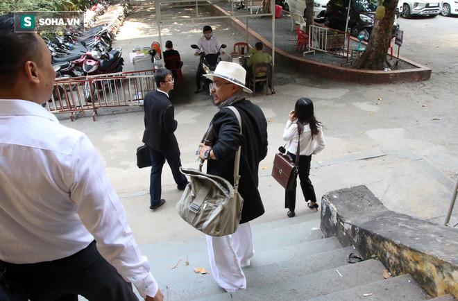 Ông Đặng Lê Nguyên Vũ và vợ không một lần ngoảnh mặt nhìn nhau tại phiên tòa xử ly hôn-10