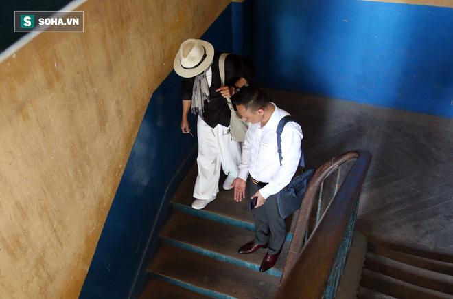 Ông Đặng Lê Nguyên Vũ và vợ không một lần ngoảnh mặt nhìn nhau tại phiên tòa xử ly hôn-9