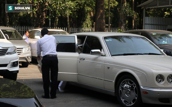 Ông Đặng Lê Nguyên Vũ và vợ không một lần ngoảnh mặt nhìn nhau tại phiên tòa xử ly hôn-11