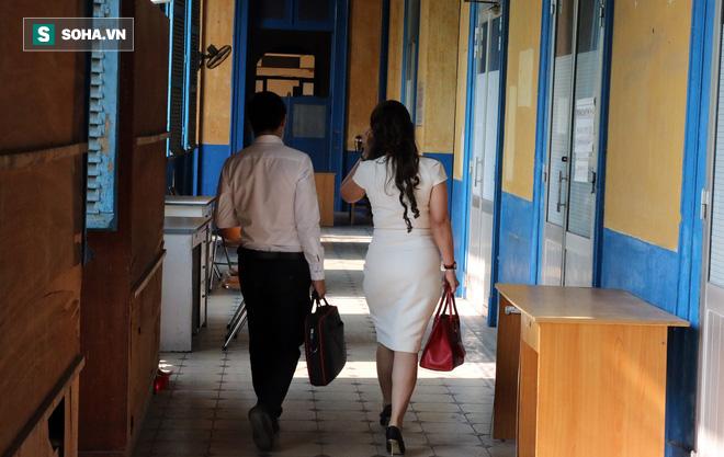 Ông Đặng Lê Nguyên Vũ và vợ không một lần ngoảnh mặt nhìn nhau tại phiên tòa xử ly hôn-13