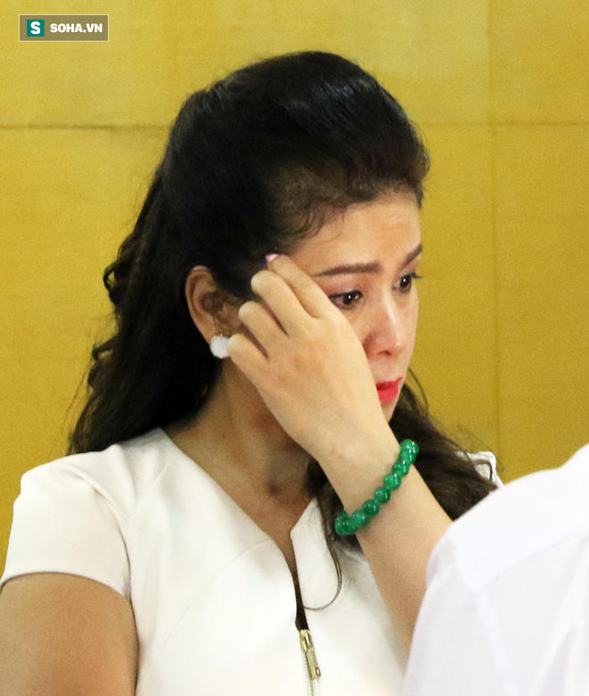 Ông Đặng Lê Nguyên Vũ và vợ không một lần ngoảnh mặt nhìn nhau tại phiên tòa xử ly hôn-7