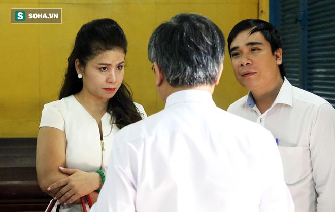 Ông Đặng Lê Nguyên Vũ và vợ không một lần ngoảnh mặt nhìn nhau tại phiên tòa xử ly hôn-5
