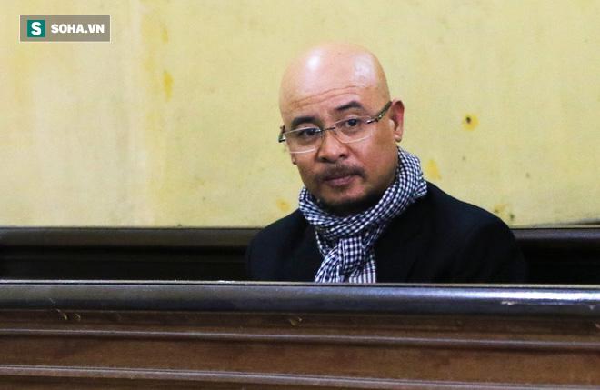 Ông Đặng Lê Nguyên Vũ và vợ không một lần ngoảnh mặt nhìn nhau tại phiên tòa xử ly hôn-4