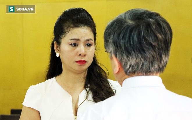 Ông Đặng Lê Nguyên Vũ và vợ không một lần ngoảnh mặt nhìn nhau tại phiên tòa xử ly hôn-6
