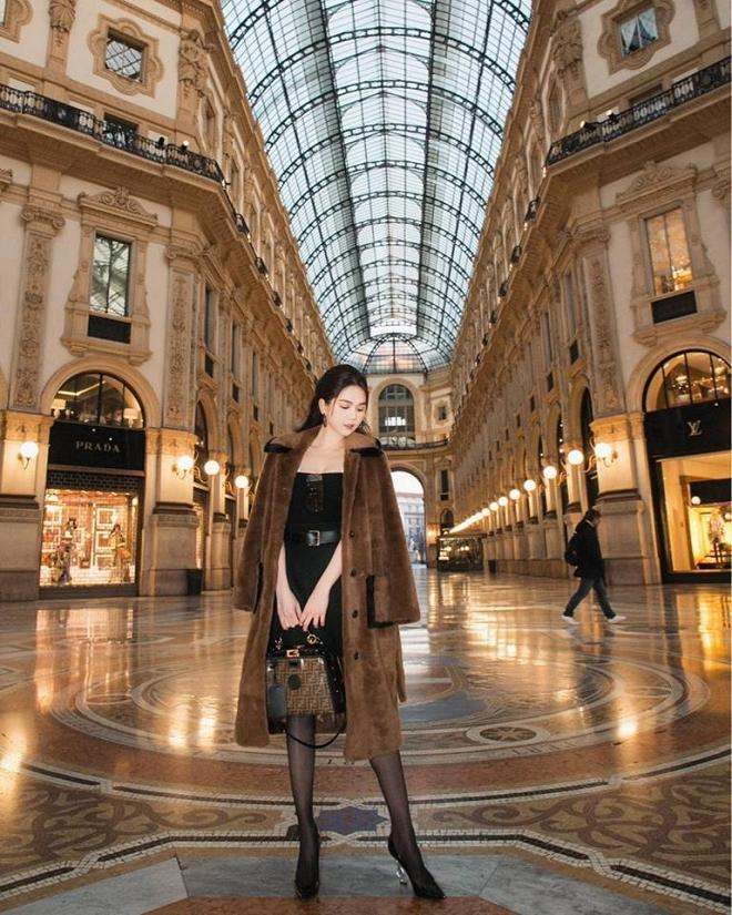 Ngọc Trinh phủ hàng hiệu từ đầu tới chân, sải bước ở kinh đô thời trang Milan-7