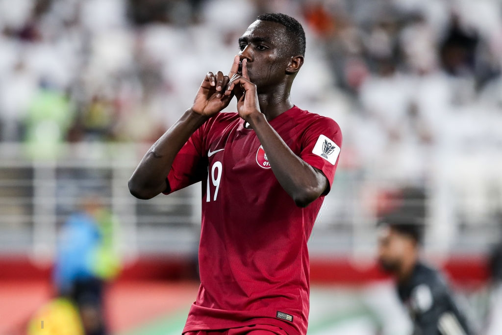 Đội tuyển thua nhục nhã, CĐV nước chủ nhà UAE còn để lại hình ảnh vô cùng xấu xí-7