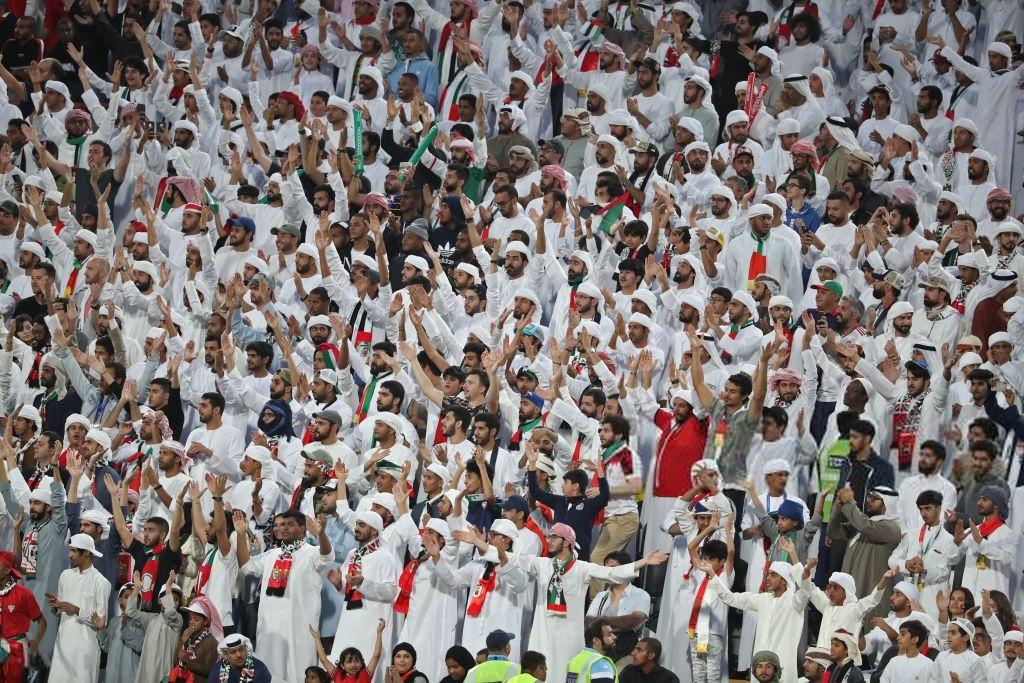 Đội tuyển thua nhục nhã, CĐV nước chủ nhà UAE còn để lại hình ảnh vô cùng xấu xí-8