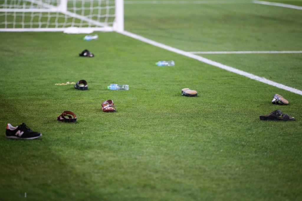 Đội tuyển thua nhục nhã, CĐV nước chủ nhà UAE còn để lại hình ảnh vô cùng xấu xí-3