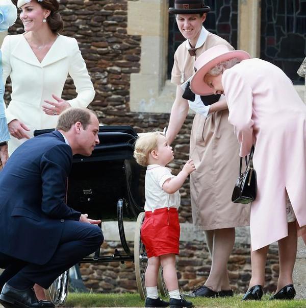 """Choáng váng với những quy tắc nghiêm ngặt của bảo mẫu khét tiếng"""" dành cho Hoàng tử George và Công chúa Charlotte-1"""