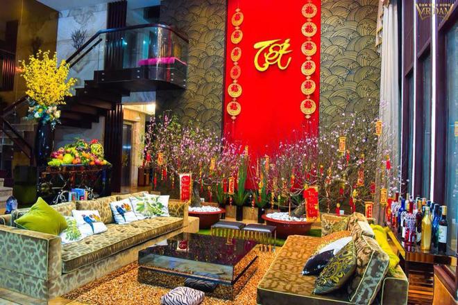 Đàm Vĩnh Hưng khoe căn biệt thự được trang trí hoành tráng, ngập sắc màu chuẩn bị đón Tết Nguyên Đán-1