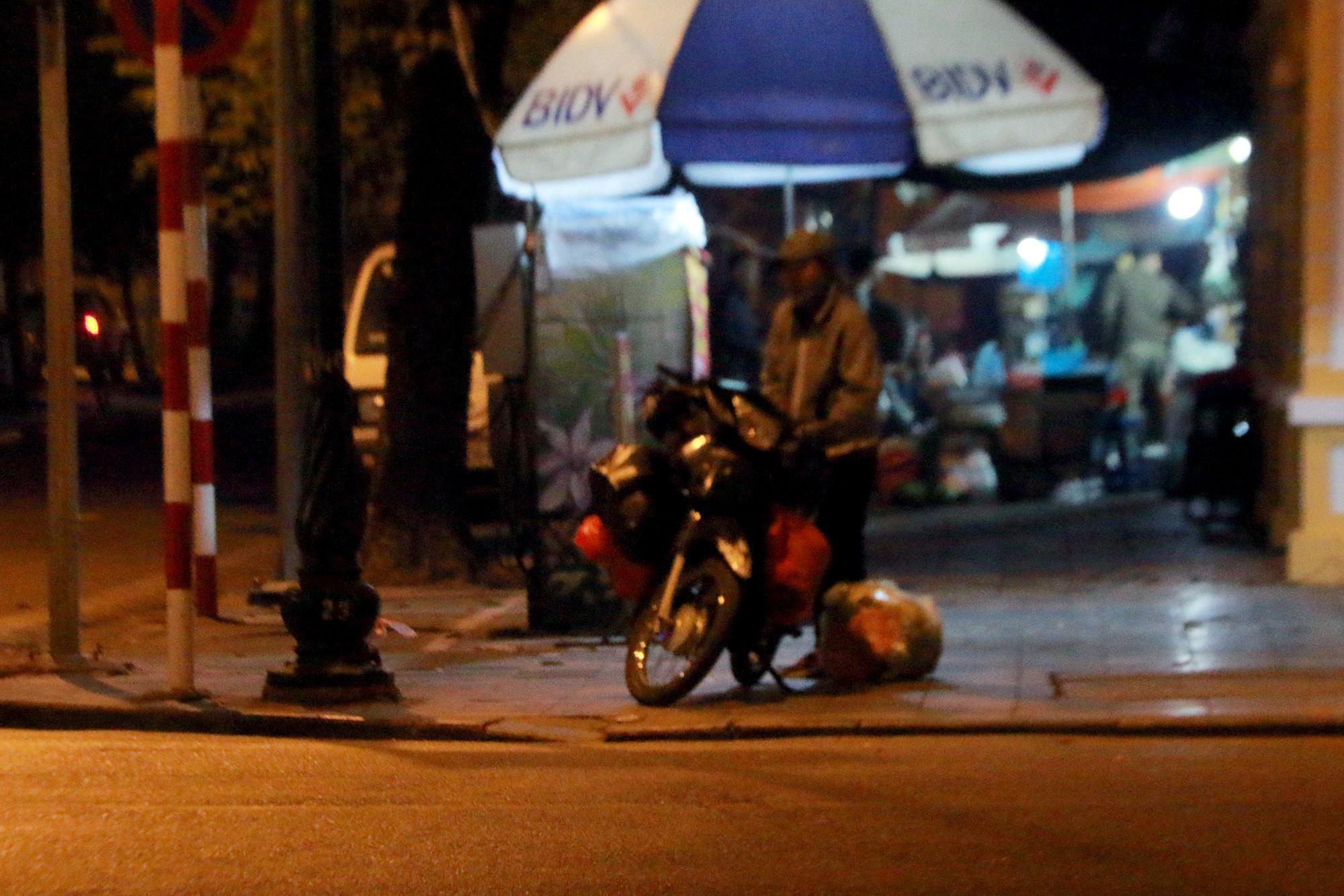 Chuyện lạ lùng người vô gia cư đi xe máy, ô tô, ở nhà tầng-2