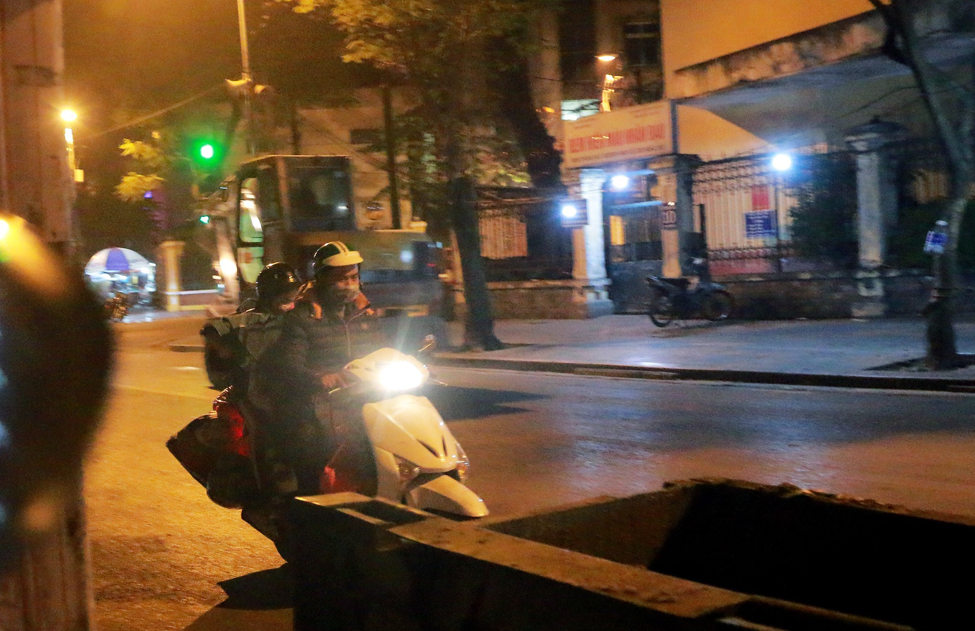 Chuyện lạ lùng người vô gia cư đi xe máy, ô tô, ở nhà tầng-4