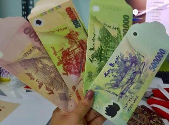 Bất chấp việc có thể bị phạt đến 80 triệu đồng, bao lì xì in hình tiền Việt Nam với nhiều mệnh giá vẫn được rao bán công khai trên mạng xã hội-1